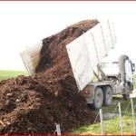 Epandage de compost, écorces dans les vignes,Marne, 51