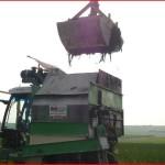 Epandage de compost, écorces dans les vignes, Marne, 51