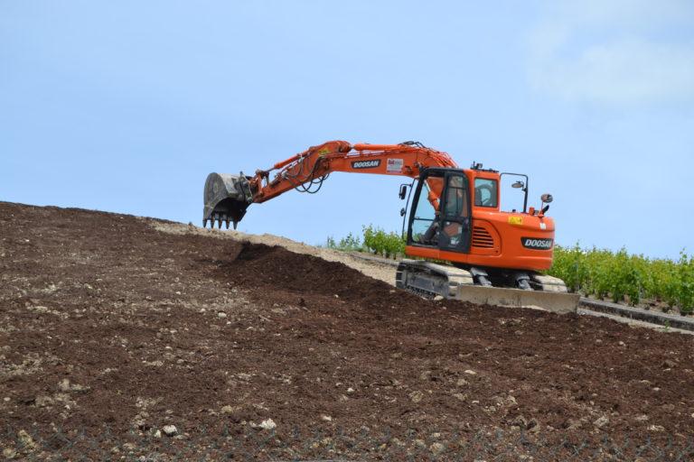 Aménagement du terrain à vigne avant plantation