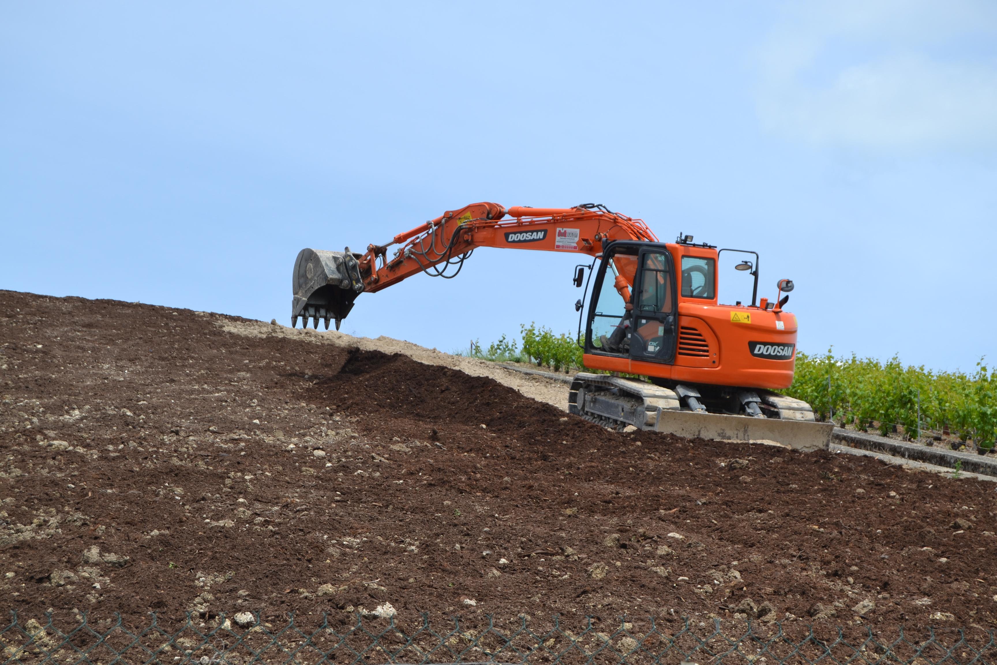 Aménagement du terrain à vigne avant plantation, Sarl Meulot, Fèrebrianges, Marne, 51