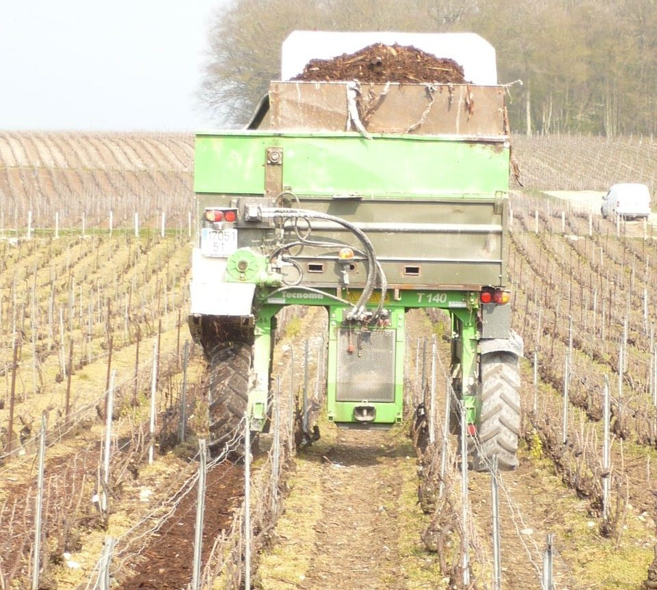 Epandage de compost, écorces, craie, Sarl Meulot, Fèrebrianges, Marne, 51